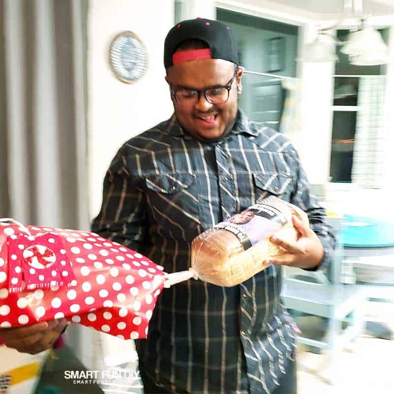 Keelan-reacts-to-bread-money-gift-idea-1