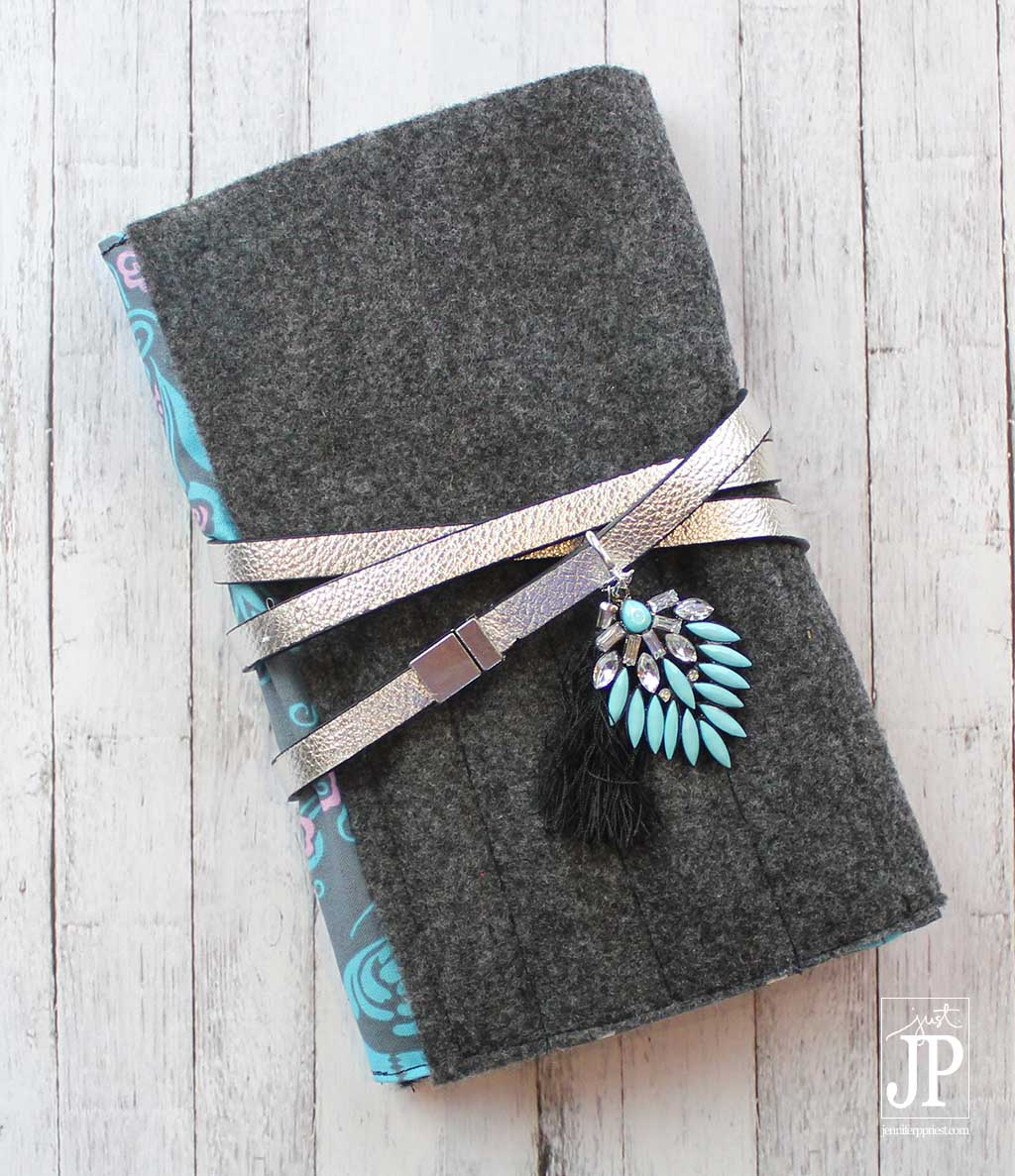 MAKE THIS - DIY Notebook Cover with secret pocket for pads! Perfect for teens and college girls when they have period and for every day. VIDEO TUTORIAL!