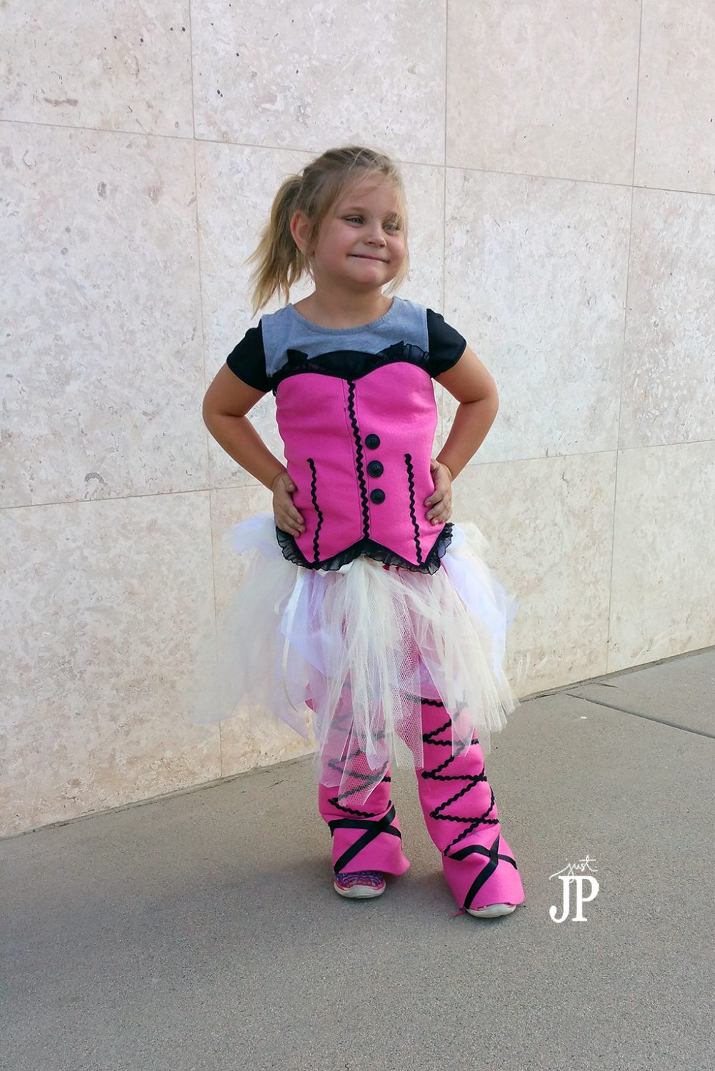 DIY-DracuLaura-Costume-Monster-High-with-Felt-Jpriest  sc 1 st  Smart Fun DIY & Costume Clinic Recap + DIY DracuLaura Costume #JPHalloween