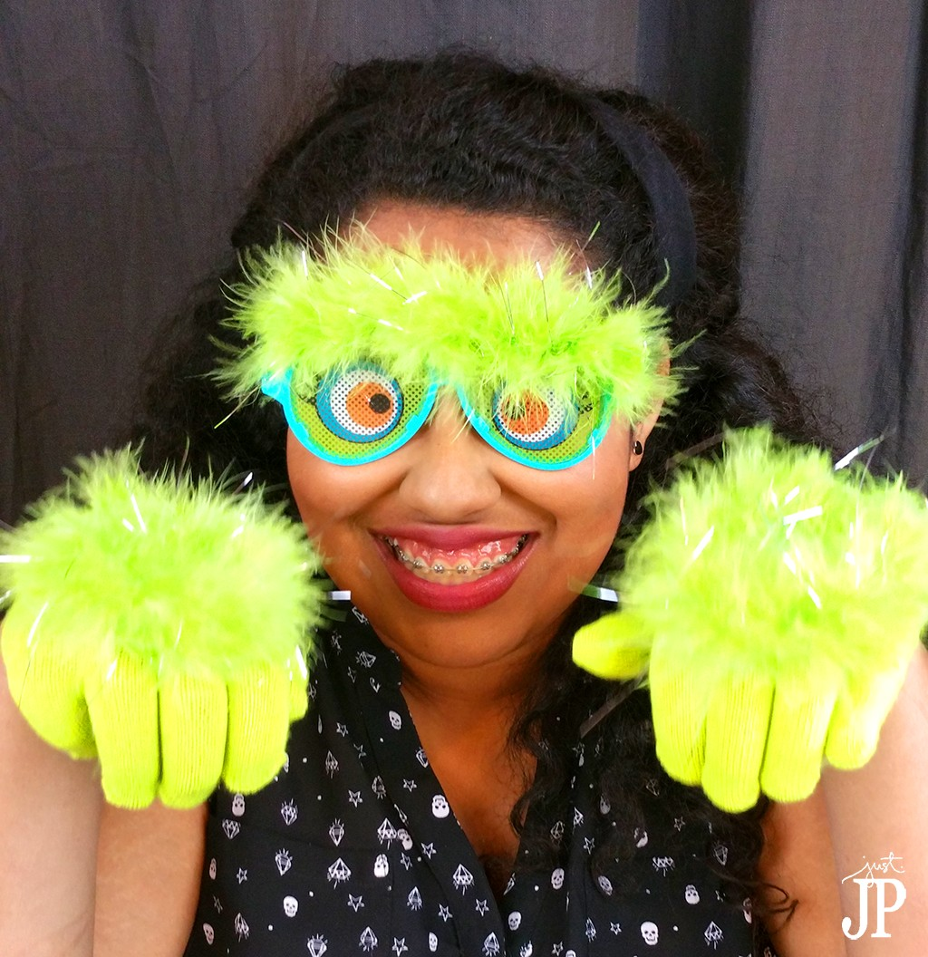 Monster-Hands-and-Glasses-Cuet-Pose-Teen-Costume-JPriest