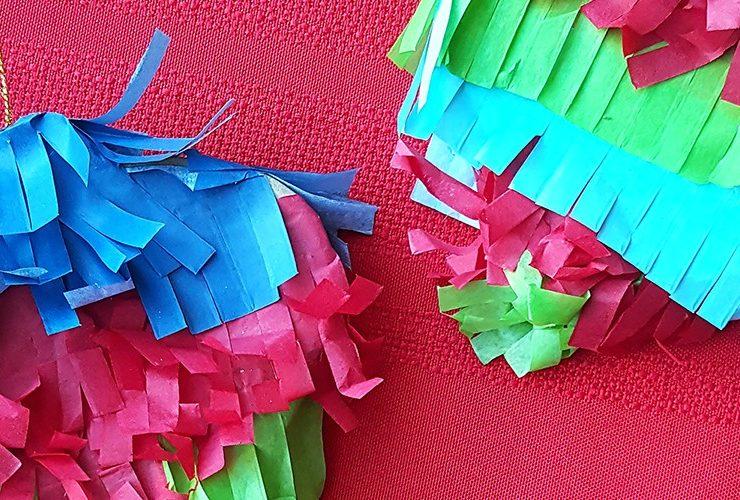 Everyone at the Christmas Table + DIY Piñata Ornaments #SienteGlade