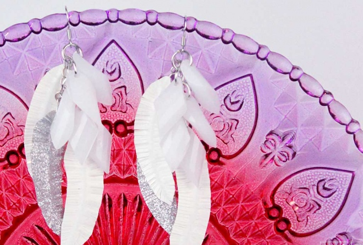 EASY Duct Tape Feather Earrings #CraftLightning #NationalCraftMonth