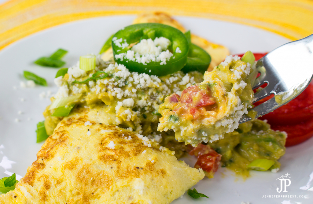 Mexican-Omelet-with-Creamy-Guacamole-KNORR-jenniferppriest