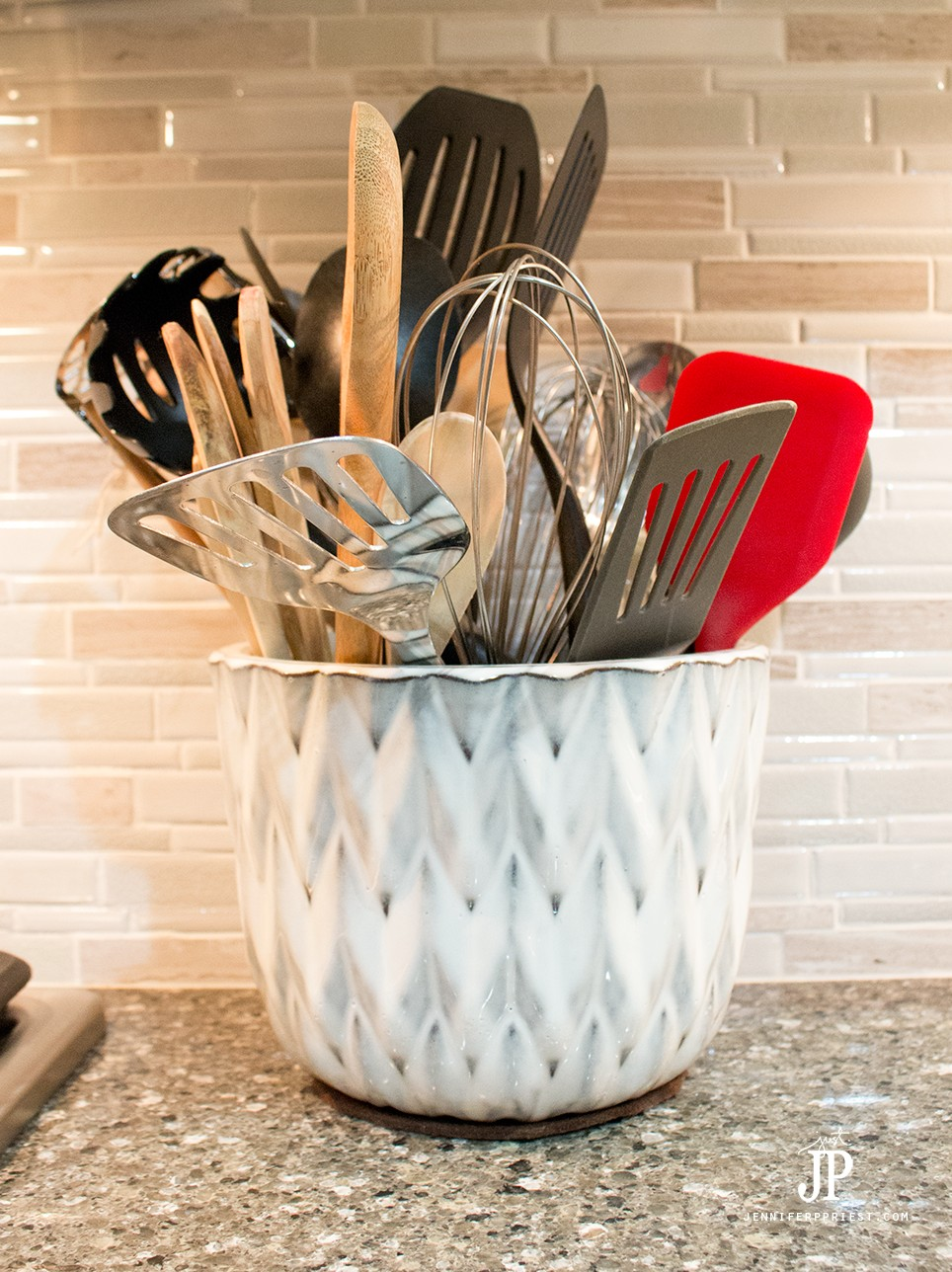 Use-Flower-Pot-to-Hold-Kitchen-Utensils