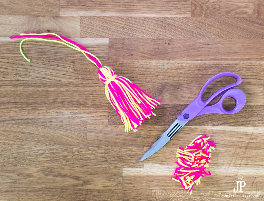 13---How-to-make-a-Yarn-Tassel-jenniferppriest