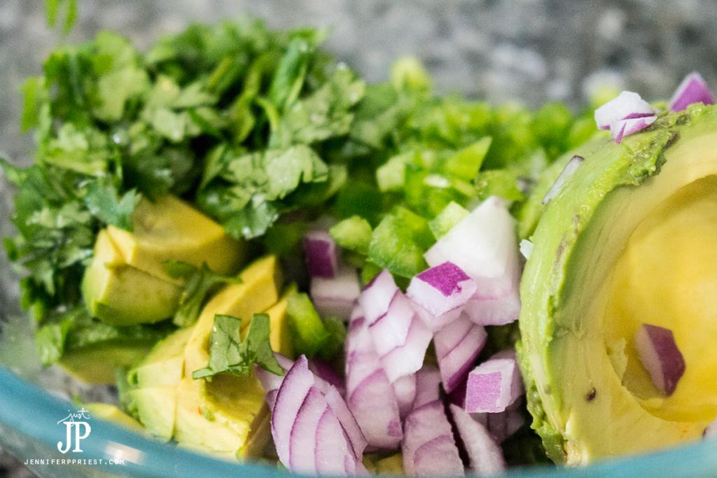nowm-Creamy-Guacamole-Recipe---mix-it-up-jenniferppriest