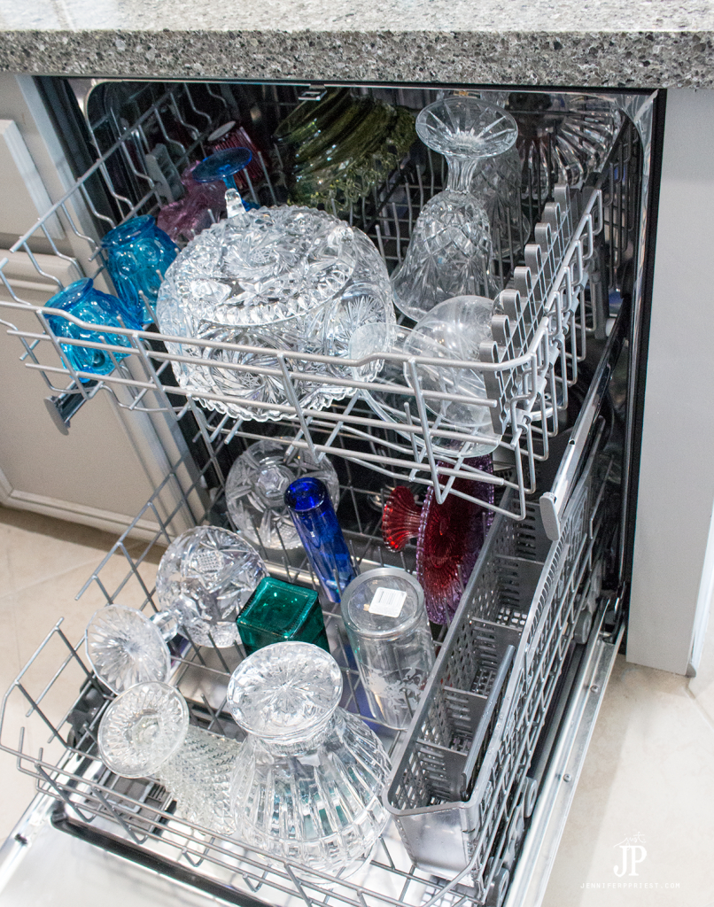 Wash crystal and glass in the dishwasher when deep cleaning your curio cabinet. #PledgeReflectionOfYou [AD] How to clean: Curio Cabinet - curio cabinets can be modern and a source of pride in your home. See how to use Pledge® Multi Surface to clean curio cabinet by Jennifer Priest http://www.jenniferppriest.com/how-to-clean-curio-cabinet/