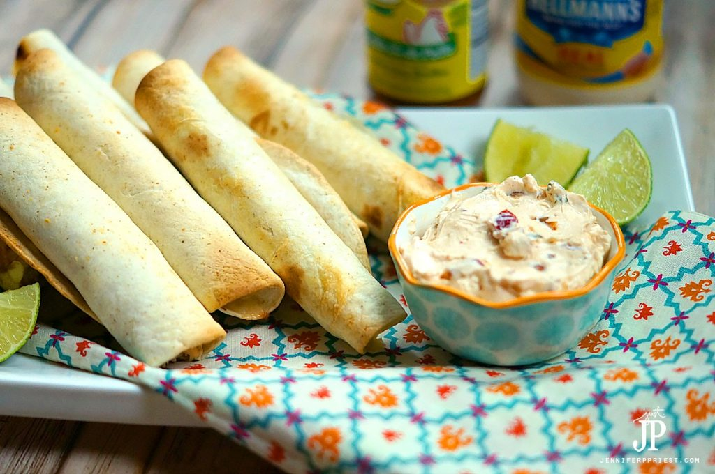 #AD #Pruebaelsabordeknorr Mexican flavors - Baked Chicken Taquitos recipe, perfect for parties, tailgating, and weeknight dinners. Serve with @Knorr Creamy Chipotle Dip recipe - find all of the ingredients at @Walmart!