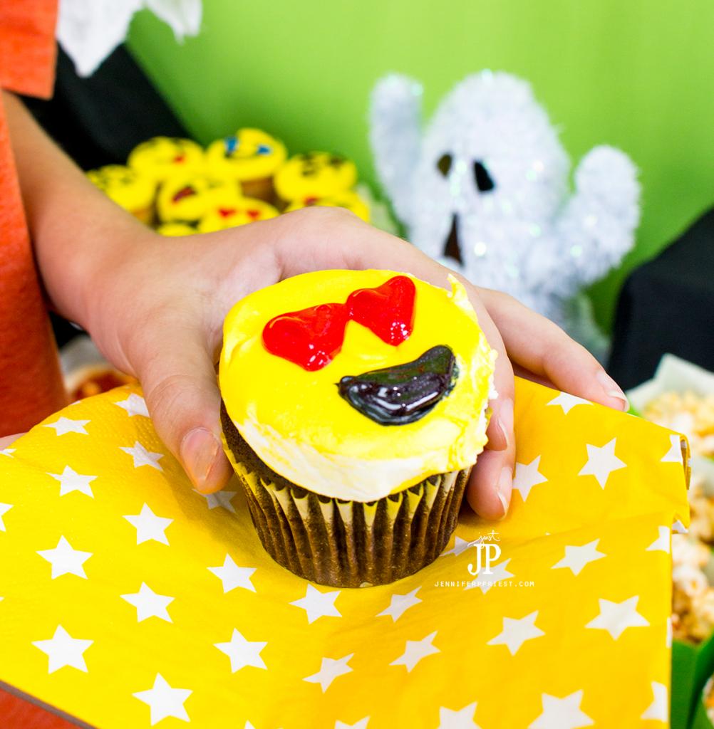snapchat-emoji-cupcake-snapchat-halloween-party-jenniferppriest