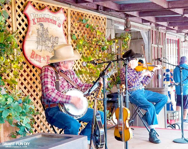 Live band performing at Knott's Berry Farm