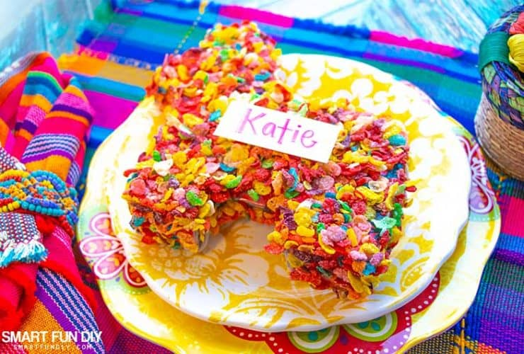 How to make a pinata with cardboard … with a Fruity Pebbles cereal box!